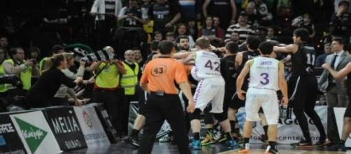 Momento de la pelea entre los jugadores