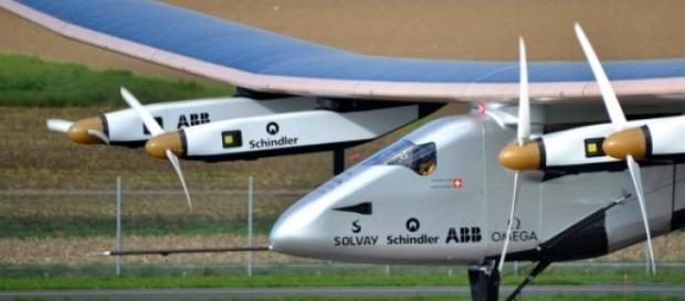 Avião solar Si2 prepara-se para viagem histórica.