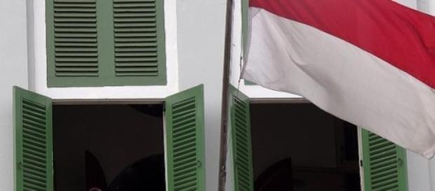 Indonésia, pessoas à janela