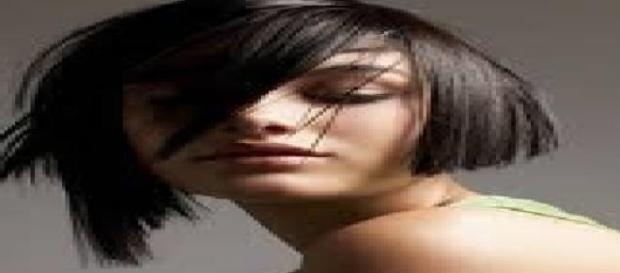 Tagli capelli corti caschetto asimmetrico