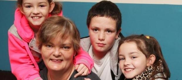 Pauline Bubb com os seus três filhos.