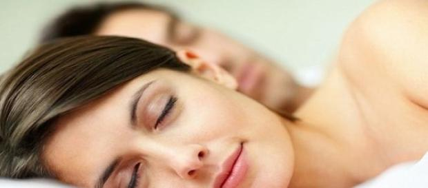 Specialistii au stabilit durata optima a somnului