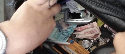 A carteira foi a chave do crime.