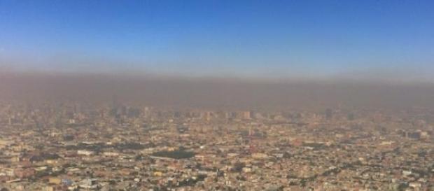 Ciudad de México asolada por neblina de polución.