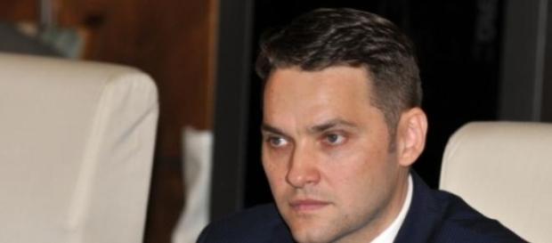 Dan Sova victima ochilor albastri?