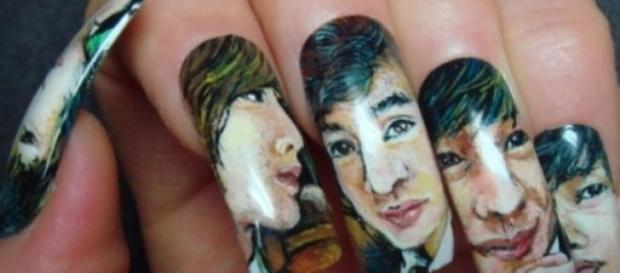 "O simpla manichiura sau ""nail art""?"