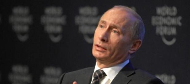 Putin defende uma moeda única para a UEE.