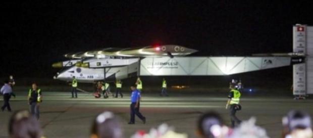 Solar Impulse 2 aterrissa no aeroporto de Mandalay