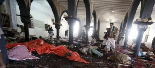 Ataques do EI à mesquitas no Iêmen: 137 mortos