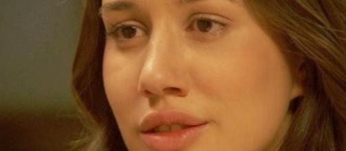 Aurora confessa a Candela la sua identità