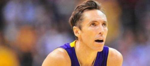 Nash abandona basquetebol