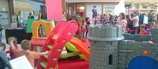 Plac zabaw koło Scooby - Doo.