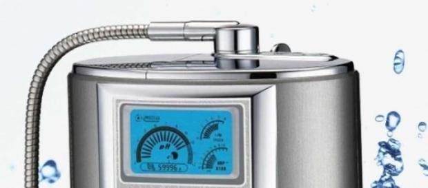 Un model de ionizator al apei de la robinet
