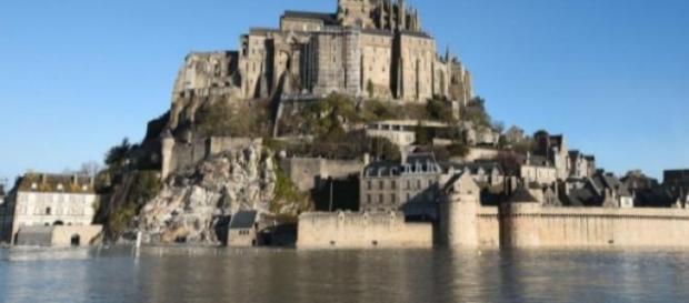 El Monte Saint-Michel con la marea del siglo