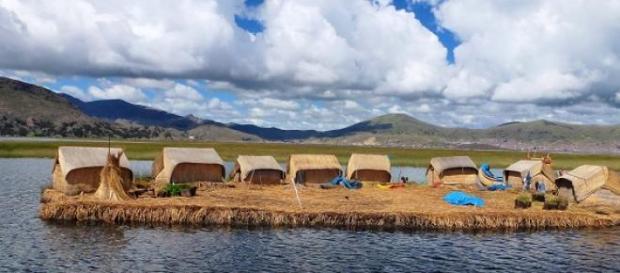 Insulele plutitoare din Peru