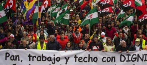zeci de mii de spanioli in strada