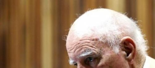 Bob Hewitt, em tribunal, em Joanesburgo