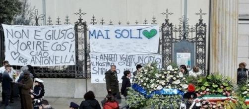 L'addio alle vittime dell'attentato a Tunisi