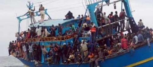 Un bateau de migrants en direction de l'Italie