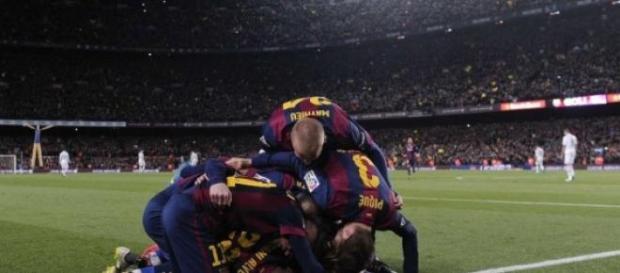 El FC Barcelona celebrando el gol de Luis Suárez
