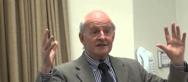 Stuart Holland, economista britânico.