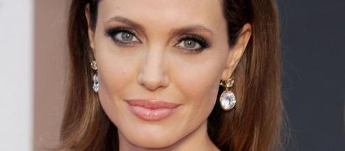 Angelina Jolie tem 39 anos.