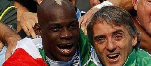 Mancini e Balotelli, que é de origem estrangeira.