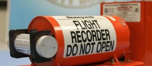Uma das caixas negras do avião foi encontrada.
