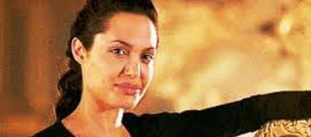 Angelina: agora como  diretora