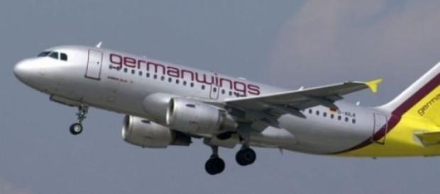 Avion al Germanwings prabusit in Alpii Francezi