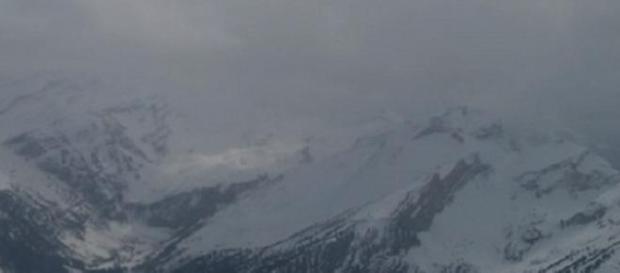 Avionul s-a prabusit in inima muntilor inzapeziti
