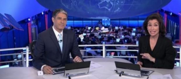 'Jornal Nacional' perde quase metade do público