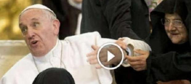 L'affetto delle suore al Papa diventa virale