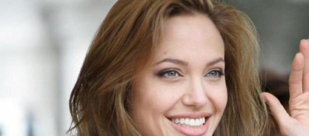 La Jolie si fa operare per prevenire il cancro