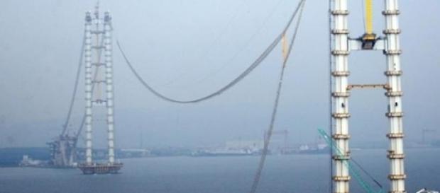 Puente flotante objeto de la noticia