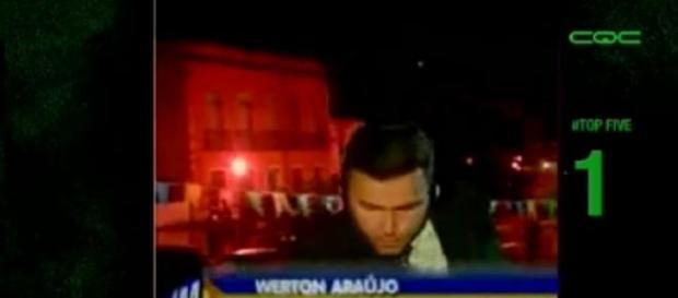 Repórter da Globo leva choque ao vivo
