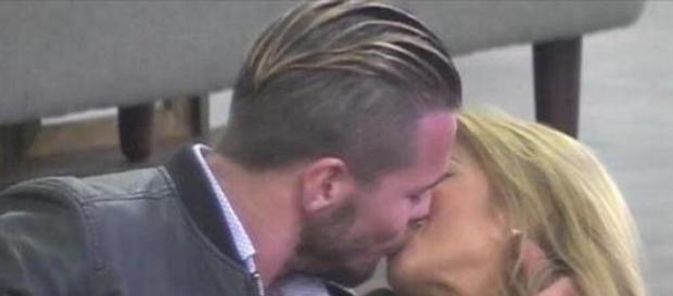 Tony besa a Oriana en Amor a Prueba