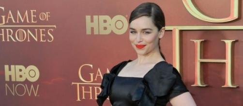 Emilia Clarke (Dany) na estreia da 5ª temporada