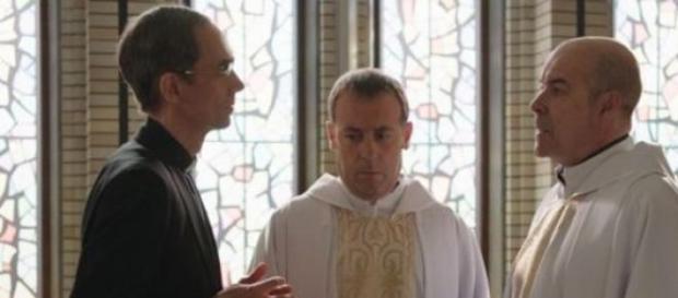 Resines en su papel de sacerdote en la nueva serie