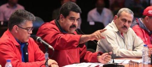 Nicolas Maduro aponta o dedo aos Estados Unidos