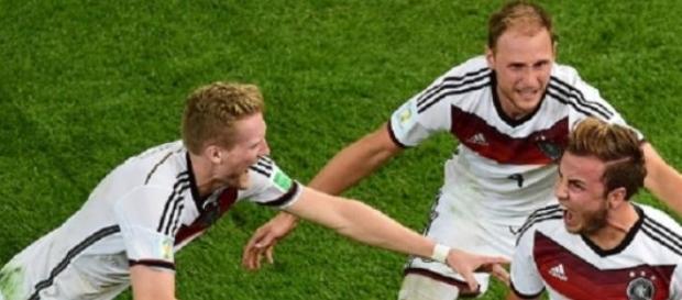 Alemanha sentiu falta dos titulares e só empatou
