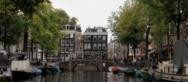 Kilómetros de canales surcan Amsterdam