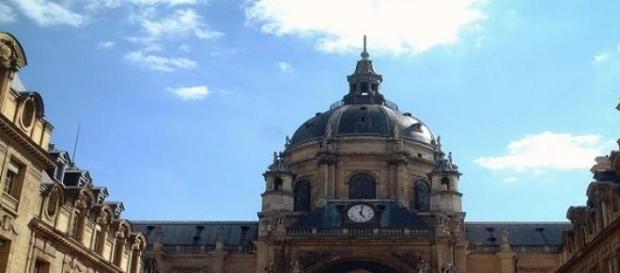 Universidade de Sourbonne situa-se em Paris