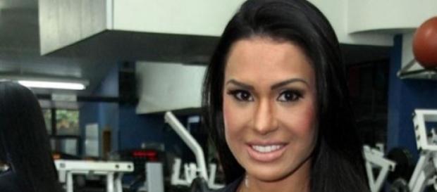 Gracyanne Barbosa quebra costela em programa