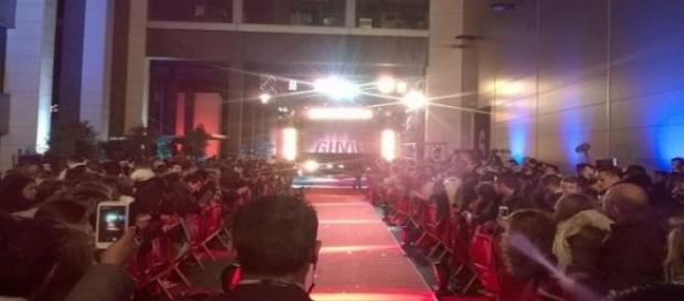 Público GH VIP esperando finalistas (Foto del A.)