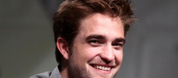 Robert Pattinson está saliendo con FKA Twigs.