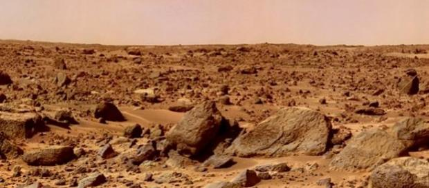 Rock-strewn surface imaged by Mars Pathfinder