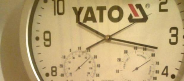 Klasyczny zegar wskazówkowy