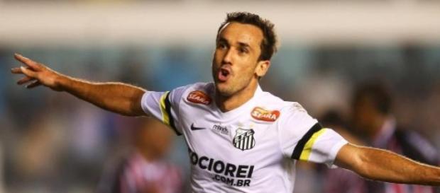 Thiago Ribeiro com a camisa do Santos