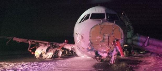 A aeronave ficou parcialmente destruída